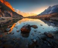 Erstaunliche Szene mit Himalajabergen Stockfotografie