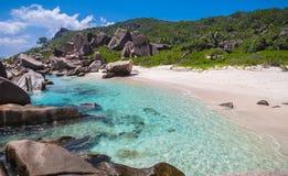 Erstaunliche tropische Lagune in den Seychellen stockfotos