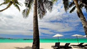 Erstaunliche tropische Strandlandschaft mit Palmen Boracay-Insel, Philippinen stock footage
