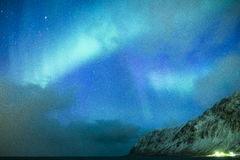 Erstaunliche und einzigartige Nordlichter Aurora Borealis Over Lofoten I Lizenzfreies Stockfoto