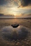 Erstaunliche vibrierende Sonnenunterganglandschaft über Dunraven-Bucht in Wales Lizenzfreies Stockbild