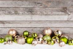 Erstaunliche Weihnachtsball-Verzierungen für Feiertag Stockbild