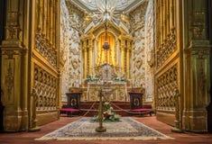Erstaunlicher Altar in der San Sebastián Kirche Stockfotografie