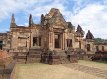 Erstaunlicher alter Khmer-Tempel von Prasat Hin Muang Tam Shrine Complex, Thailand Lizenzfreie Stockfotografie