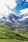 Erstaunlicher Bergblick bei Lauterbrunnen Stockbild