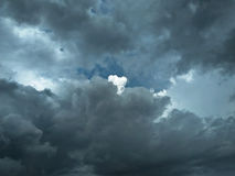 Erstaunlicher bewölkter Himmel Stockfotos