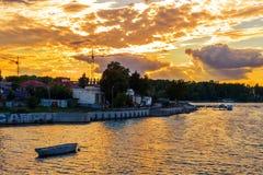 Erstaunlicher bunter Sonnenuntergang über Fluss südlicher Wanze, Khmelnytskyi Stockfoto
