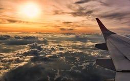 Erstaunlicher Himmel gesehen vom Flugzeug stockbilder