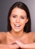 Erstaunlicher junger Schönheits-Abschluss herauf Porträt-Kopf-Schultern Stockbild