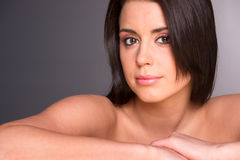 Erstaunlicher junger Schönheits-Abschluss herauf Porträt-Kopf-Schultern Stockbilder
