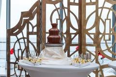 Erstaunlicher Schokoladenbrunnen Lizenzfreie Stockfotos