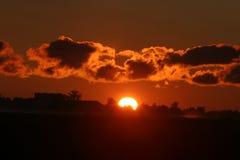 Erstaunlicher Sonnenaufgang über dem Ackerland der schlechten Axt, Michigan Lizenzfreie Stockbilder