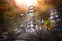 Erstaunlicher Sonnenaufgang am buddhistischen Tempel Stockbild