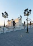 Erstaunlicher Sonnenaufgang des archäologischen Museums von Mazedonien Stockfotos