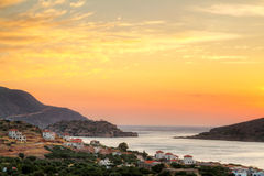 Erstaunlicher Sonnenaufgang am Mirabello Schacht auf Kreta Stockfotografie