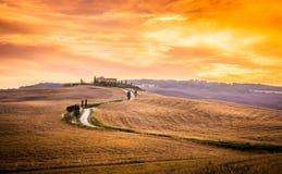 Erstaunlicher Sonnenaufgang in Toskana Lizenzfreies Stockfoto