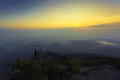 Erstaunlicher Sonnenaufgang und Berg Stockfotografie