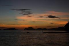 Erstaunlicher Sonnenuntergang über dem Meer philippinen Stockbild