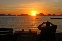 Erstaunlicher Sonnenuntergang über dem Meer philippinen Stockfoto