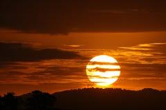 Erstaunlicher Sonnenuntergang stockfotografie