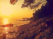Erstaunlicher Sonnenuntergang Adriatisches Meer und Sonnenuntergang Stockbild