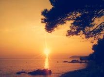 Erstaunlicher Sonnenuntergang Adriatisches Meer und Sonnenuntergang Stockbilder