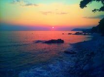 Erstaunlicher Sonnenuntergang Adriatisches Meer und Sonnenuntergang Stockfotos