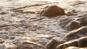 Erstaunlicher Sonnenuntergang ?ber dem tropischen Strand stock video footage