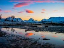 Erstaunlicher Sonnenuntergang nahe dem Nordpol Stockfoto