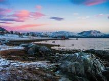 Erstaunlicher Sonnenuntergang nahe dem Nordpol Lizenzfreie Stockbilder