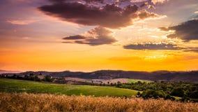 Erstaunlicher Sonnenuntergang in Toskana Lizenzfreies Stockbild