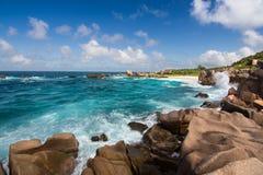 Erstaunlicher Strand Anse Marron von La Digue-Insel, Seychellen stockfoto