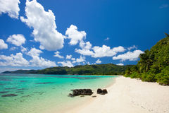 Erstaunlicher tropischer Strand bei Seychellen Stockfotografie