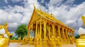 Erstaunlicher ungesehener Ausflug Thailand Wat Paknam Jolo der religiösen Standorte ist ein goldener Tempel stock footage