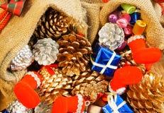 Erstaunlicher Weihnachtshintergrund, buntes Weihnachtsmaterial Stockfotos
