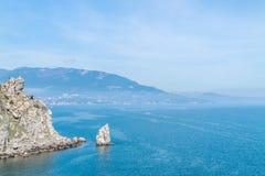 Erstaunlicher wilder Felsenstrand Stockfoto