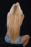 Erstaunliches blondes behaartes Modell im Studio. Lizenzfreies Stockfoto