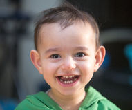 Erstaunliches Lächeln eines Kindes stockfotos