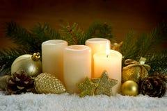 Erste Advent Candle- und Weihnachtsdekoration Lizenzfreie Stockfotografie