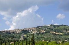 Erste Ansicht von Cortona, Italien Stockbild