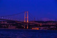 Erste Bosporus-Brücke, die Europa und Asien, Istanb im Freien anschließt Stockbilder