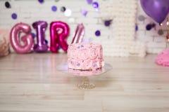Erste Geburtstags-Kuchen-Zertrümmern-Momente Lizenzfreie Stockfotos