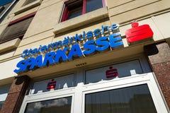Erste Groep het embleem van het Bankag bedrijf op hoofdkwartier die op 15 Augustus, 2017 in Schladming, Oostenrijk voortbouwen royalty-vrije stock foto's
