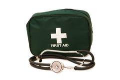 Erste-Hilfe-Ausrüstung und Stethoskop Lizenzfreies Stockbild