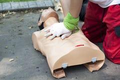 Erste Hilfe - Herzmassage Lizenzfreies Stockbild
