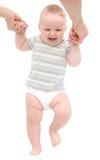 Erste Schritte des glücklichen Babys Stockfoto