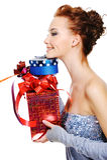 Erstellen Sie Portrait einer Frau mit Geschenkkästen ein Profil lizenzfreie stockfotos