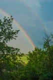 Erster Frühlingsregenbogen, Frühlingshintergrund Lizenzfreie Stockfotos