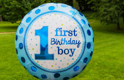 Erster Geburtstagsjungentext auf Ballon Lizenzfreie Stockbilder