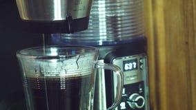 Erster Kaffee des Tages stock video footage